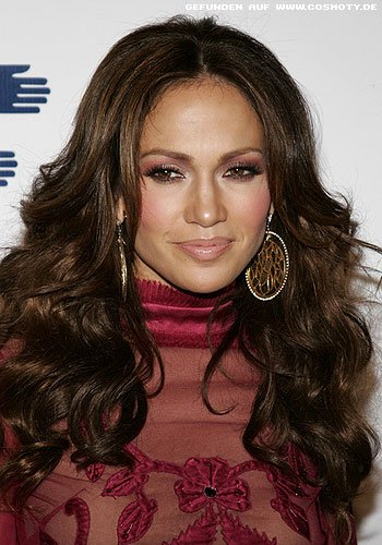 frisuren bilder jennifer lopez mit mit wallenden locken. Black Bedroom Furniture Sets. Home Design Ideas