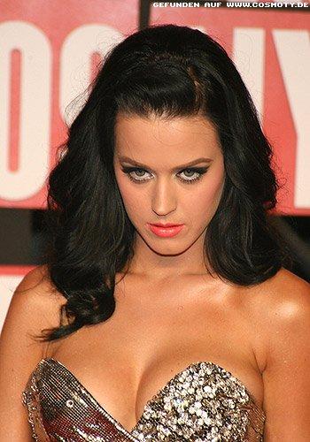 Katy Perry: Gesteckte Pony-Tolle zu leichten Wellen