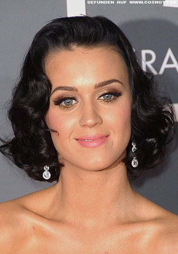 Katy Perry mit Wellen-Bob im Retro-Look