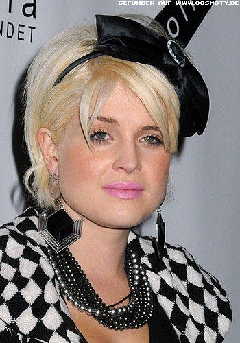 Kelly Osbourne: Stufenbob mit Schleifen-Haarreif