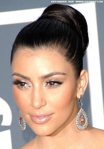Frisuren Bilder Kim Kardashian Mit Hohem Straffem Ballerina Dutt