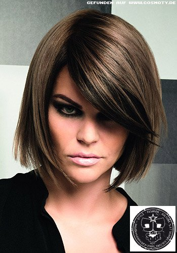 frisuren bilder kinnlanger bob mit tiefem seitenscheitel und angeschr gtem pony frisuren haare. Black Bedroom Furniture Sets. Home Design Ideas
