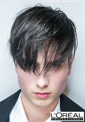 Kurzer Haarschnitt mit überlanger, fransig gestylter Ponypartie