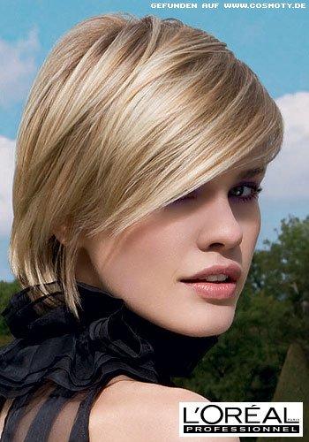 Frisuren Bilder Sehr Kurzer Bob Mit Seitenscheitel In Hellem Blond