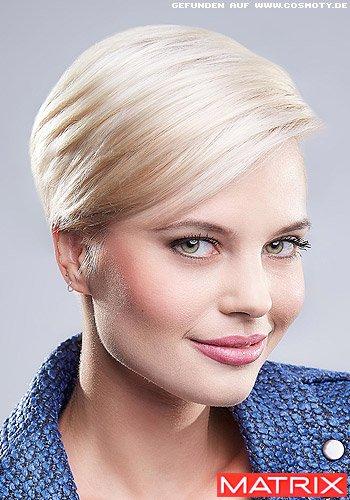 Kurzes Haar mit glänzendem Sleek-Look