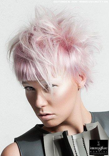 Kurzhaarschnitt im Tomboy-Style in Pastell-Rosa und Violett