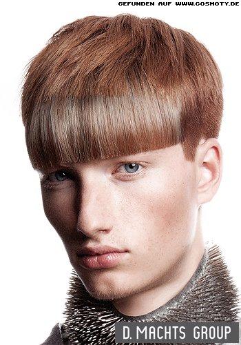 Kurzhaarschnitt mit glatten und strukturierten Haarsträhnen