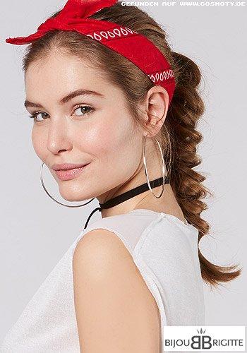 Lässiger Zopf mit rotem Haarband