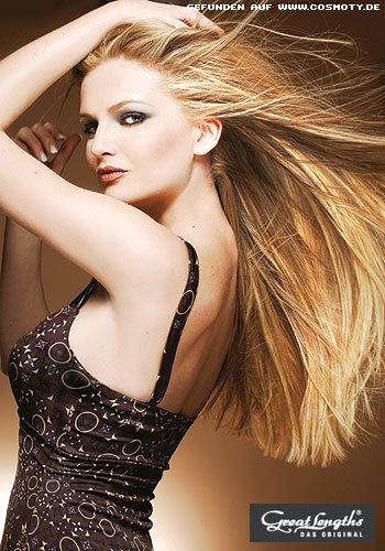Lange, glatte Mähne in verschiedenen Blond-Nuancen