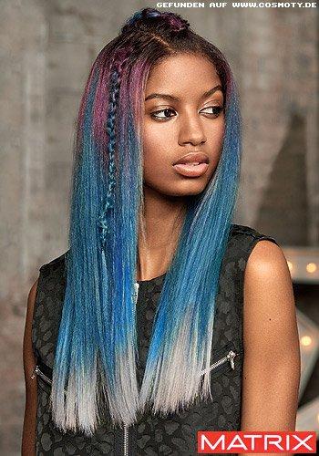 Langes Haar im Regenbogen-Look mit geflochtener Strähne