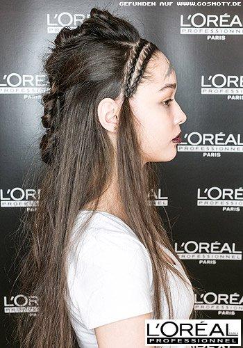 Langes Haar im Undone-Look mit geflochtenen Zöpfen