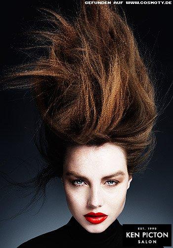 Langes Haar mit klein gekreppter Struktur