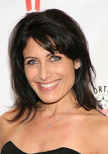 Lisa Edelstein: Schulterlanger Stufenschnitt mit Schrägpony