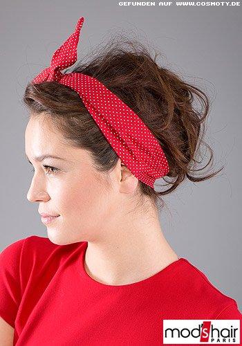 Locker hochgestecktes Haar mit süßem Pünktchen-Haarband