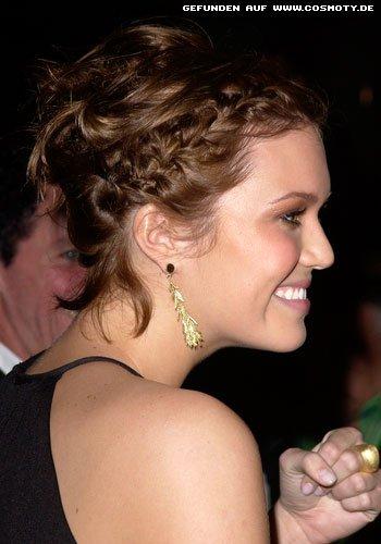 Mandy Moore mit geflochtenen Haarpartien