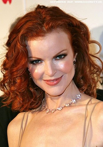 Marcia Cross: Flammend roter Locken-Bob