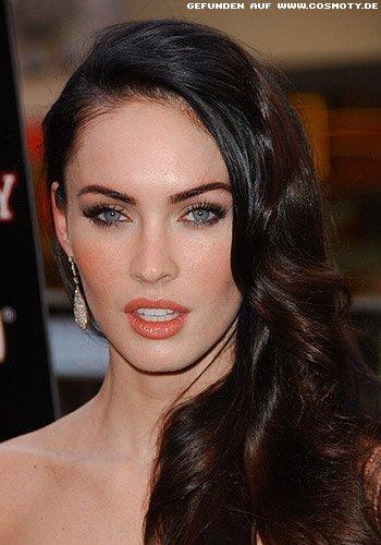 Megan Fox mit asymetrischen Glamour-Wellen