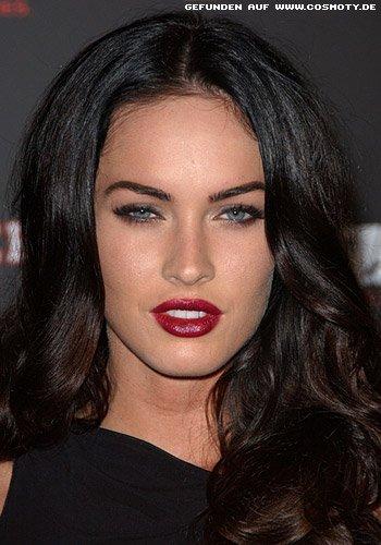 Megan Fox mit dunklen Glamour-Wellen