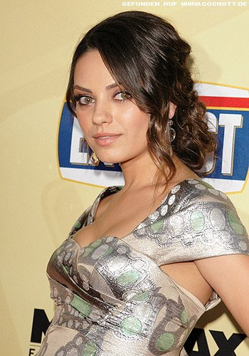 frisuren bilder mila kunis l ssiger locken chignon im. Black Bedroom Furniture Sets. Home Design Ideas