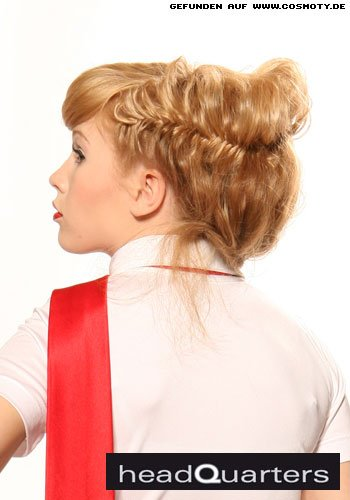 Mit geflochtenen Haaren zur Hochsteckfrisur