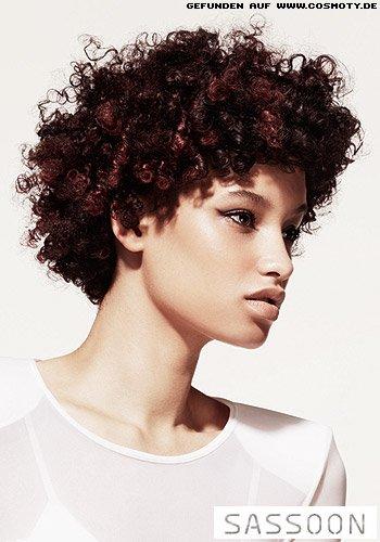 Mittellanger Bob mit kleinen Afro-Curls