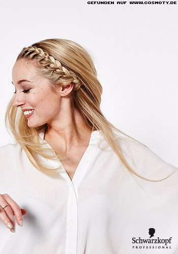 Nach außen geflochtener Haarkranz schmückt langes Haar