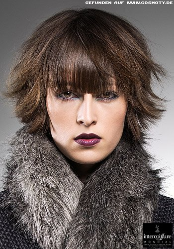 Frisuren Bilder Nach Außen Gewellte Kurze Stufen Frisuren Haare