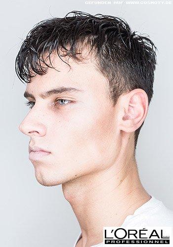 Nasses Haar mit natürlichen Strähnen-Strukturen