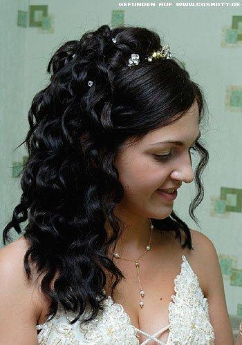 Opulente Braut-Frisur mit halb gesteckten Locken