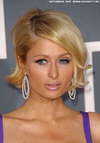 Paris Hilton stylt kinnlangen Bob mit Außenflip