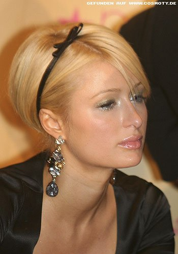 frisuren bilder paris hilton volumen zopf mit schmalem. Black Bedroom Furniture Sets. Home Design Ideas