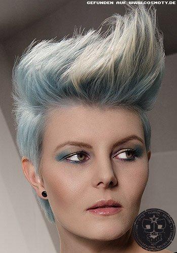 Pastellblauer Pixie mit Irokesen-Styling