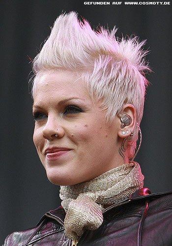 Frisuren Bilder Pink Mit Platinblondem Short Cut Frisuren Haare