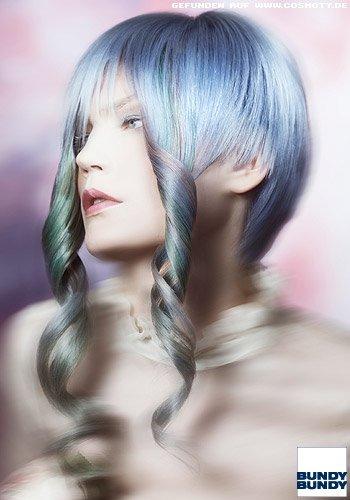 Pixie mit eingearbeiteten Locken-Haarsträhnen