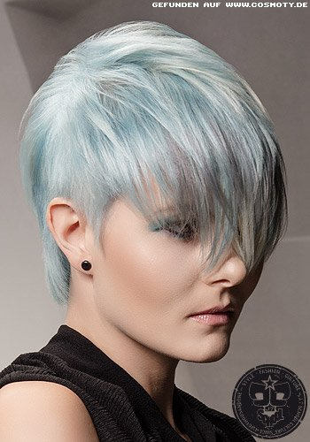 Pixie mit gefranstem Long-Pony in pastellblau