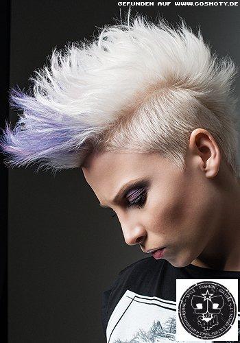 Pixie-Punk in platinblond und lila