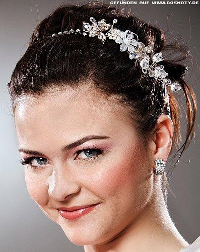 Romantische Hochsteckfrisur mit Strassbesetztem Haarreif