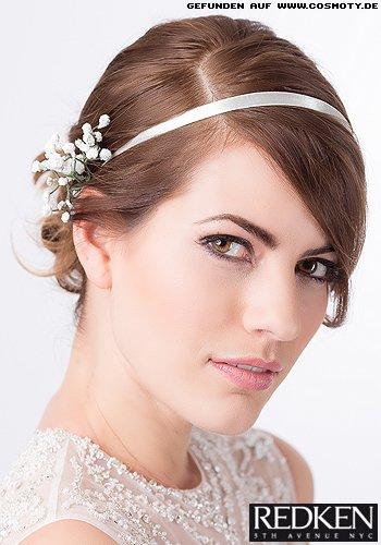 Romantischer Knoten zu glatten Ansätzen mit Haarband