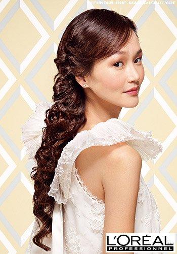 Frisuren Bilder Romantischer Lockenzopf Aus Sehr Langen Haaren