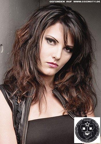 Rotbraune Highlights für Pepp im strukturierten Haar