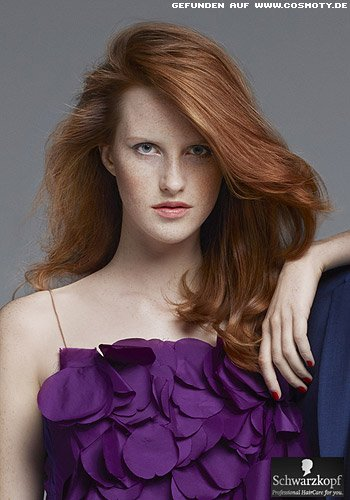 Rotes Haar mit mattem Finish in den Längen