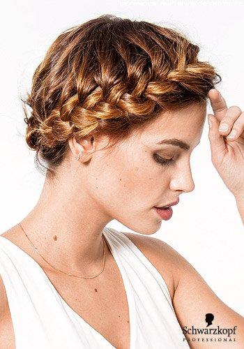 Rundum geflochtener Haarkranz
