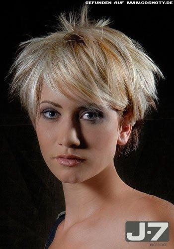 Sanft gestrubbelter Kurzbob mit blonden Highlights