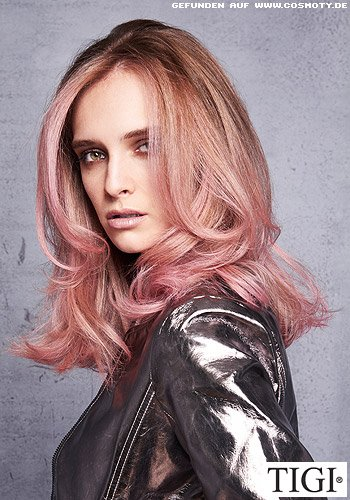 Sanft gewellter Long-Bob in Rosé-Blond