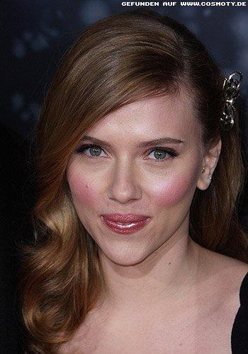 Scarlett Johansson: Halbseitig zurückgesteckte Glamour-Wellen