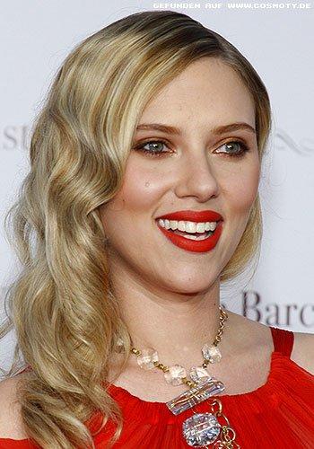 Scarlett Johansson mit dezenten Glamour-Wellen
