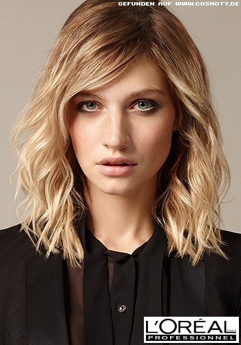 Schön definierte Wellen in hell gesträhntem Blond