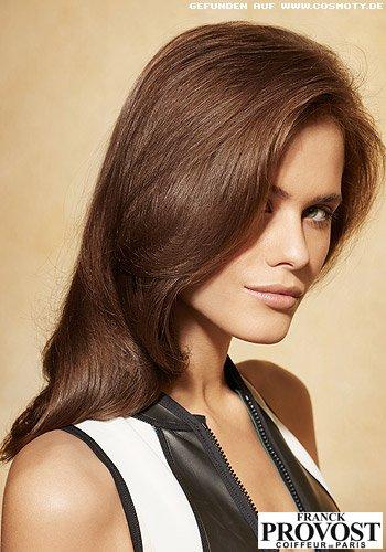 Schön glänzendes, langes Haar mit dezenten Wellen