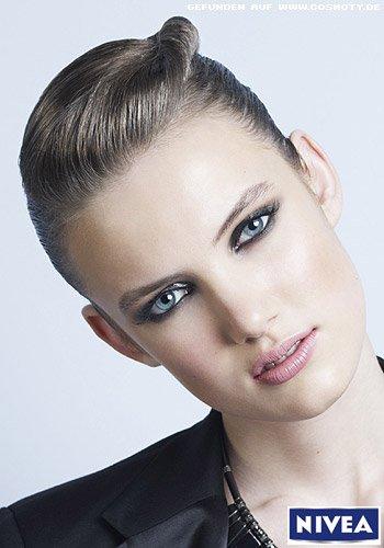 Frisuren Bilder Sexy Sleek Look Mit Eingedrehter Haarsträhne