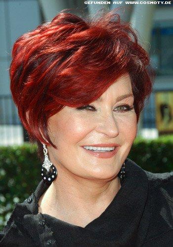 Sharon Osbourne mit Kurzhaarschnitt in tollem Rot